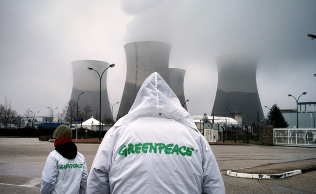 Greenpeace activists demonstrate in front of Bugey's nuclear plant to call for its shutdown, on March 30, 2013 in Saint Vulbas. AFP PHOTO / JEFF PACHOUD        (Photo credit should read JEFF PACHOUD/AFP/Getty Images)